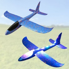 Svævende skumfly med LED-lys